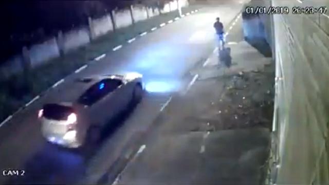 強盗に襲われるも、巧みにかわして強盗犯を翻弄する男性