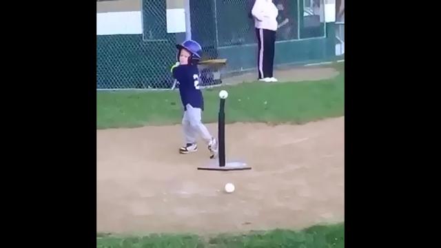 野球をするピュアな子どもたちの珍プレーがおもしろい!