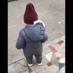 よちよち歩きの赤ちゃんが段差を回避する方法がおもしろ可愛い