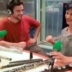 1本のフルートを2人で吹いて二重奏を奏でるパフォーマンスがスゴイ