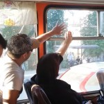 窓を開けたいおじさんと窓を閉めたいおばさんのエンドレスに続く攻防戦がおもしろい