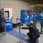 スクワット30回で無料の切符をゲットできるモスクワの地下鉄券売機が斬新でおもしろい