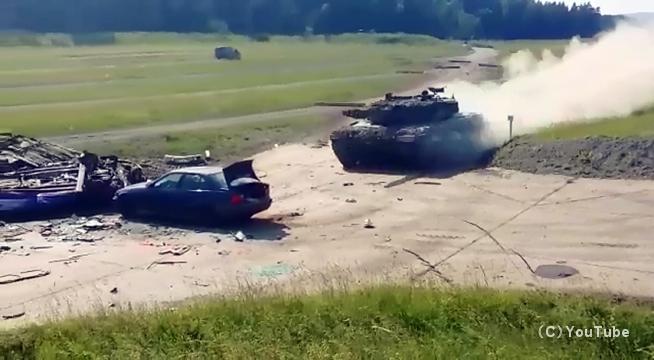 フルスピードで走行する戦車の破壊力が凄まじ過ぎて怖い