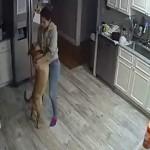 出張先から自宅にセットしたカメラを確認した男性・・・社交ダンスをする妻と犬が映っていてびっくり!