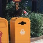ペットボトルのリサイクルに協力的なカラスが現れる