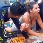 モロッコの鶏肉屋と英国の女性観光客がニワトリを巡って一悶着