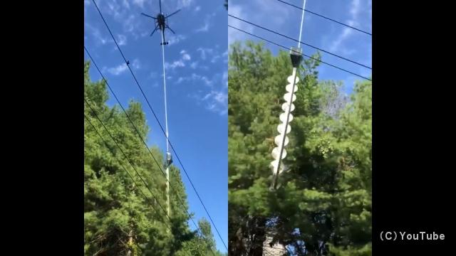 巨大なノコギリカッターで豪快に木の枝を切り落とすヘリコプターが凄い!