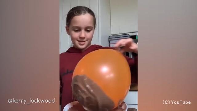 チョコレートバルーンボウルを作ろうとして失敗した女の子