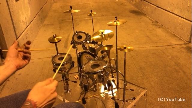 小さいけれど、本格的な演奏ができるミニドラムセットがおもしろい