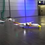 室内で飛ばせる超軽量のラジコン飛行機がリアルでカッコいい