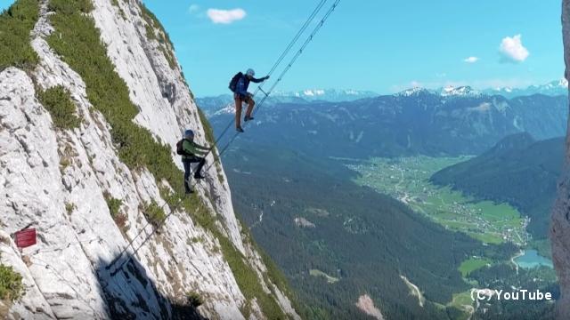 オーストリアの登山ツアーのハイライト、「天国への階段」が恐ろしすぎる